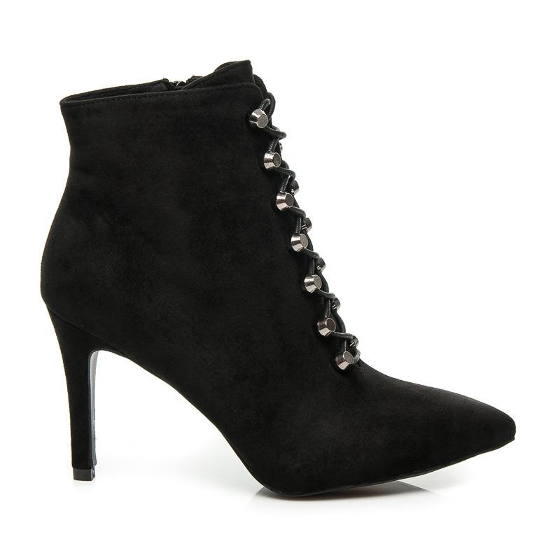 4a4c88613354 Pohodlné čierne členkové topánky na ihličkovom podpätku s efektným viazaním