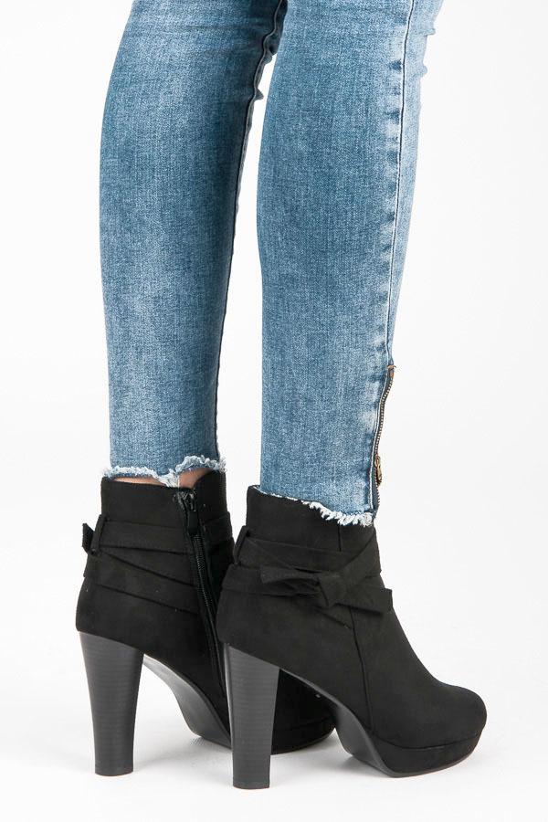 3165a3953 Trendy čierne semišové členkové topánky na podpätku | AMIATEX.sk
