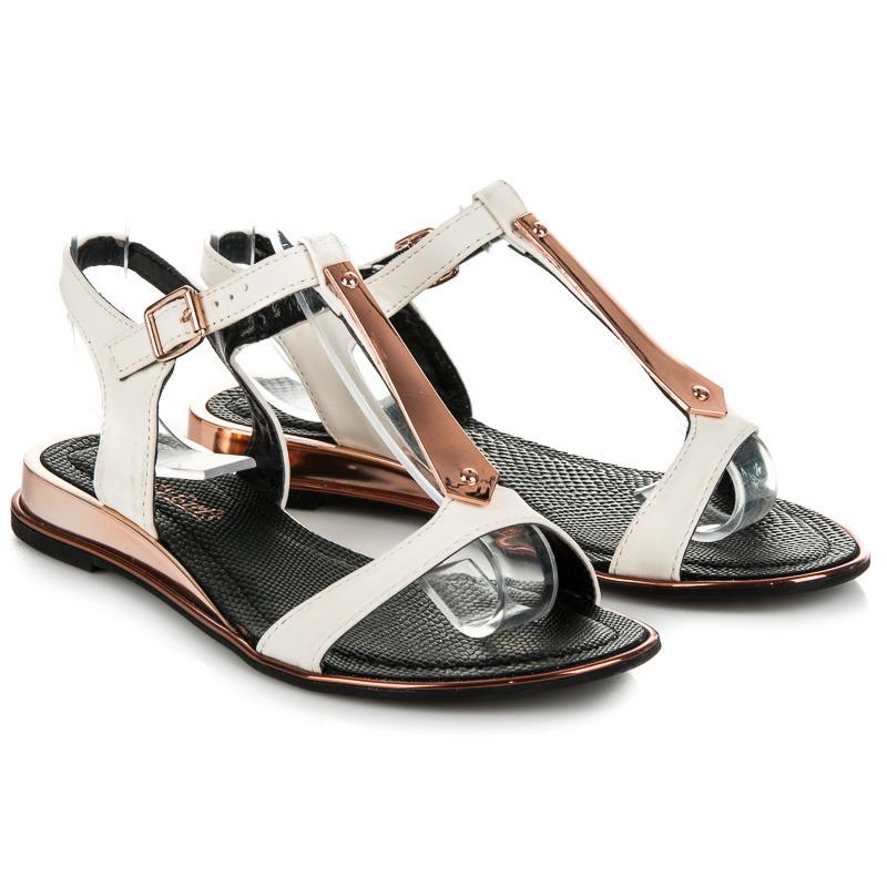 4713f93f0de2 Ľahké biele sandále so zapínaním na pracku