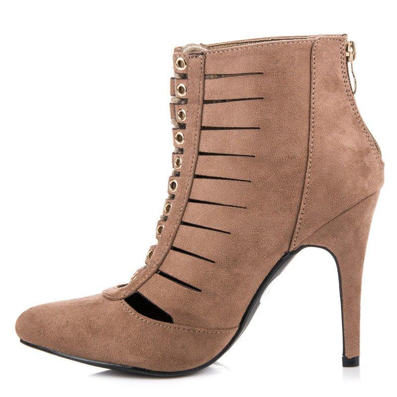 ... Ažúrové hnedé členkové topánky na ihličkovom podpätku ... aa094e4c703