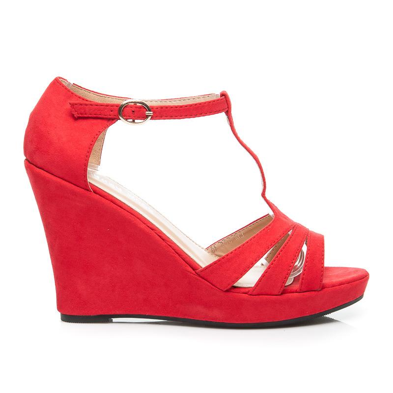 3f031cf87015 Dámske červené semišové sandále na platforme a na kline