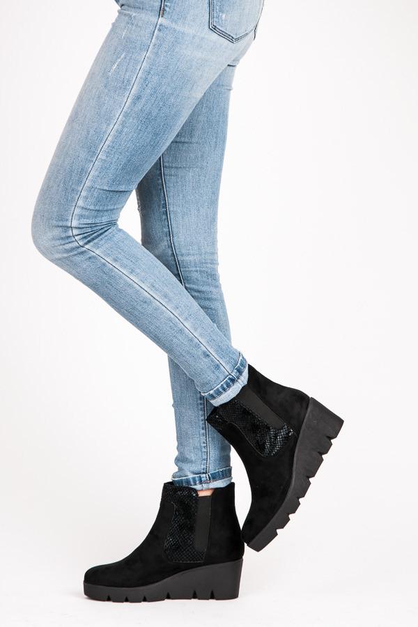 6ac1fdf45697e Dámske čierne členkové topánky na vyššej platforme | AMIATEX.sk