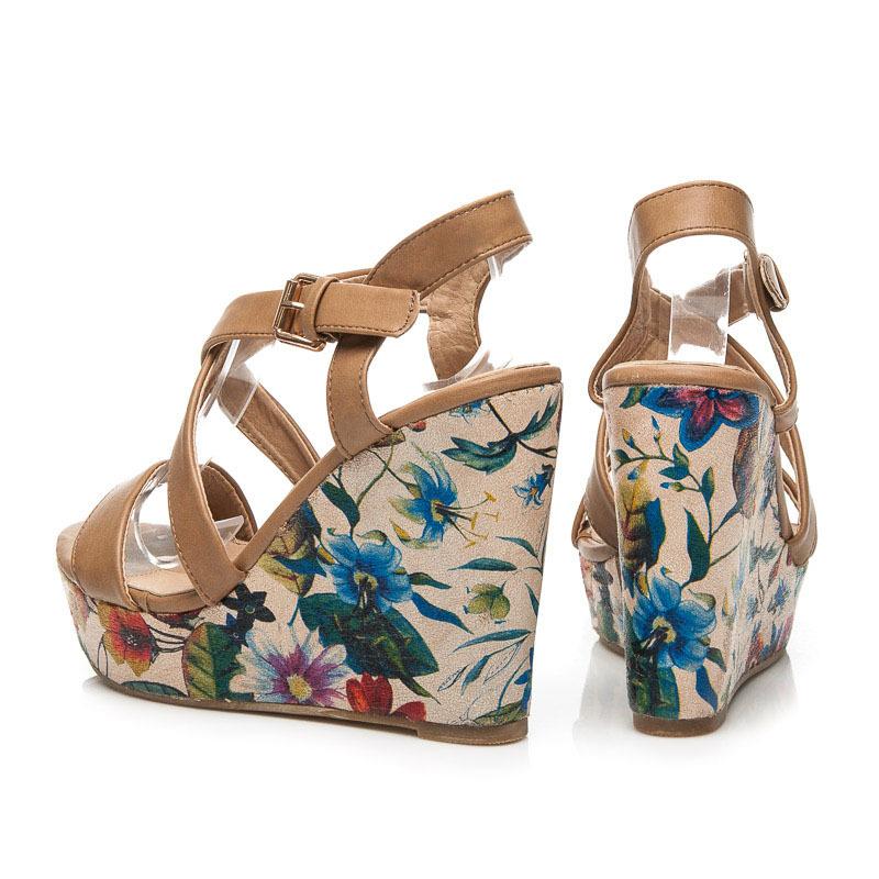 ea43423a72af ... Dámske khaki sandále na platforme s kvetinovým vzorom ...