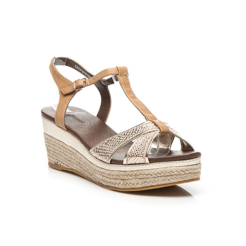 Dámske zlaté sandále na platforme ktorú oplet plátený materiál ... b31a749467f