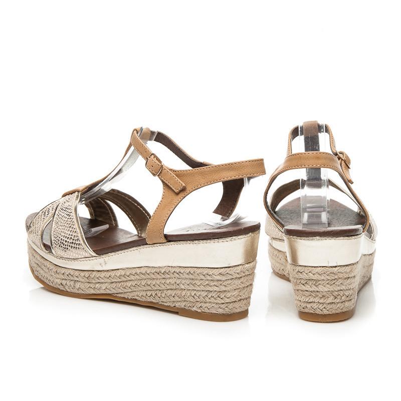 Dámske zlaté sandále na platforme ktorú oplet plátený materiál ... 7726556d8c3