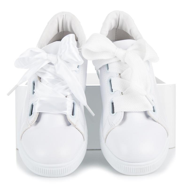 6cb99b4862 Dokonalé biele tenisky viazané stužkou
