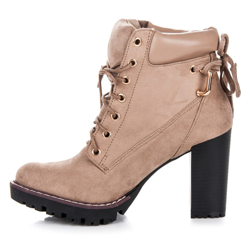 9b0733852581 ... Dokonalé šnurovacie béžové členkové topánky na podpätku ...