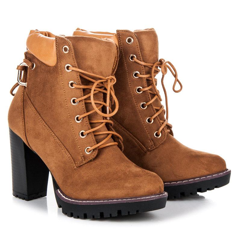 da3361d775ca Dokonalé šnurovacie hnedé členkové topánky na podpätku