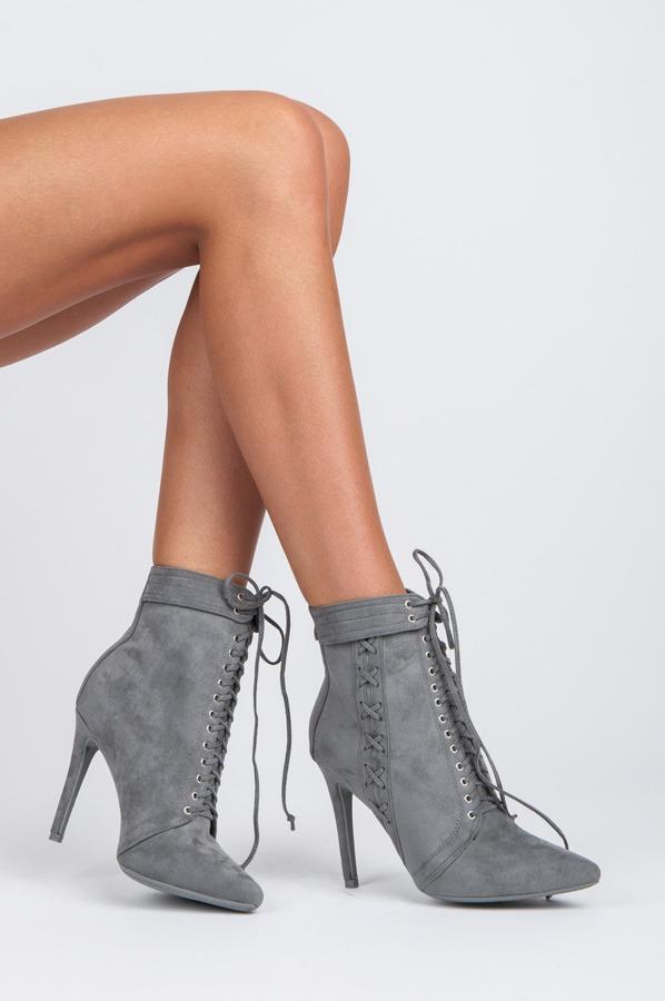 0c5e64262e ... Dokonalé šnurovacie šedé členkové topánky na ihličkovom podpätku ...