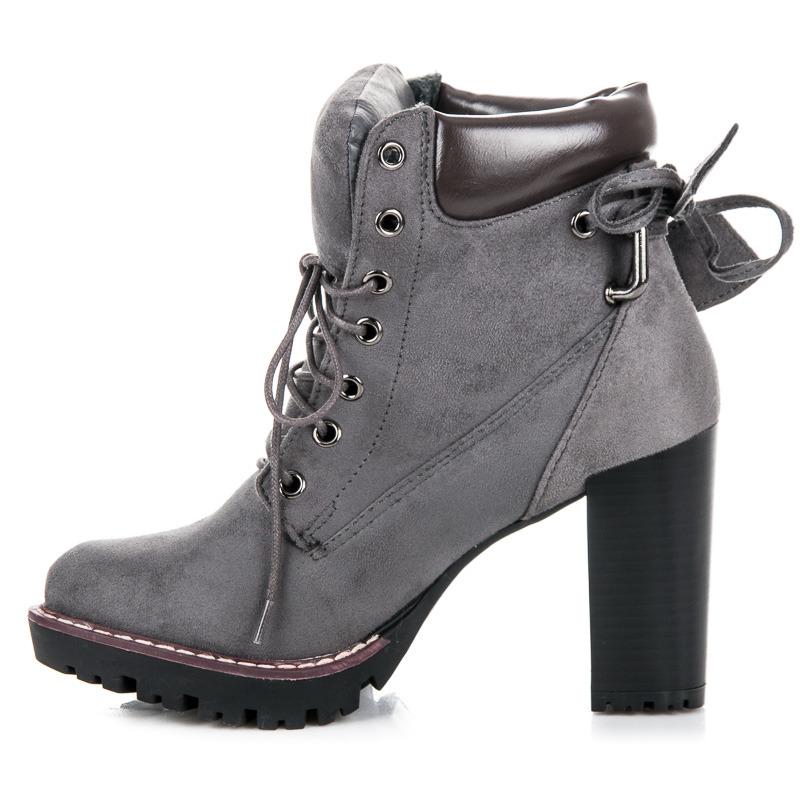 59ce0dd2dc ... Dokonalé šnurovacie šedé členkové topánky na podpätku ...