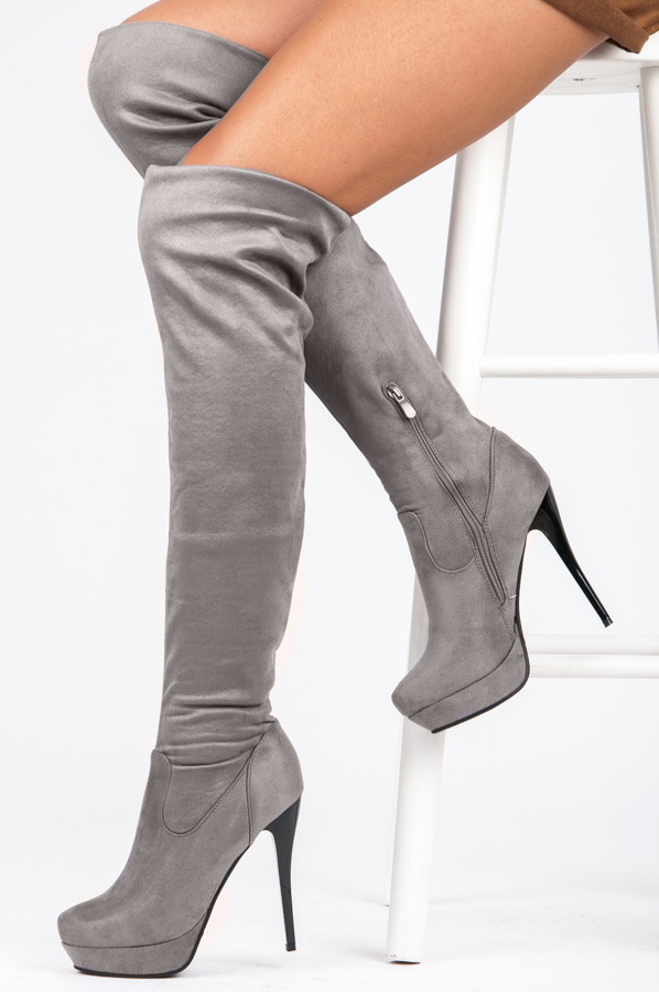390a3f9e0 Efektné šedé vysoké čižmy nad kolená s čiernym ihličkovým podpätkom ...
