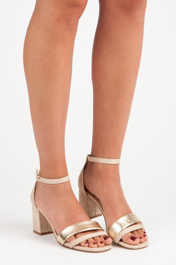 021c69ab1844 Elegantné béžové semišové sandále na podpätku