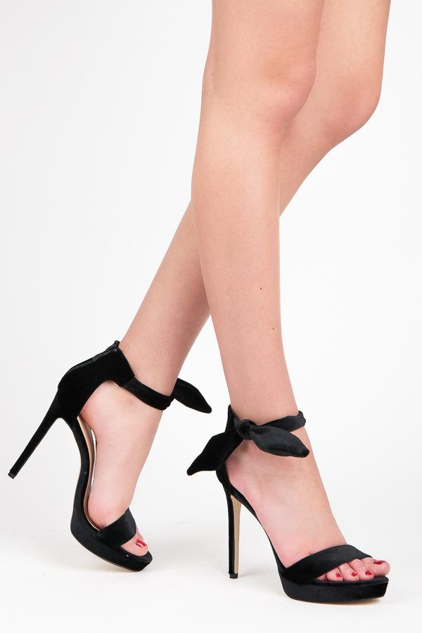 1af09f4402d8 Elegantné čierne sandálky na platforme s efektným viazaním