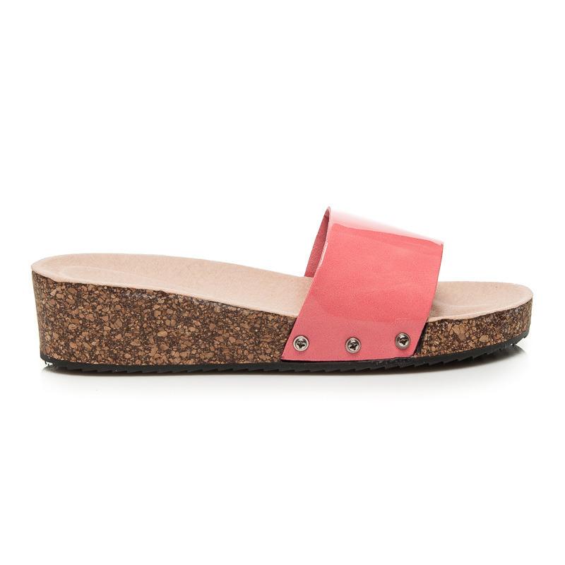032dfd5aee57 Elegantné sandále na platforme s mohutným červeným pásikom