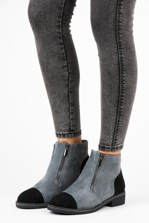 baa805698f Elegantné šedé členkové topánky s čiernou pätou a špičkou