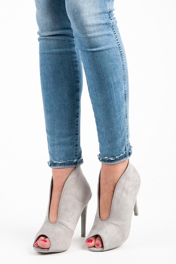 63b8e31f34 Elegantné šedé letné členkové topánky s otvorenou špičkou