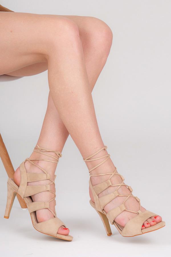 7c07cf6d59 Impozantný béžové sandále na šnurovanie