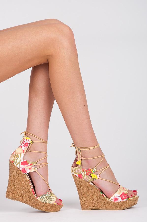 9bf0209030 Impozantný vzorované béžové sandále na šnurovanie