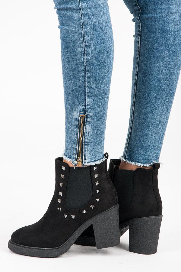 73939005678a Jesenné čierne členkové topánky s čapíkmi