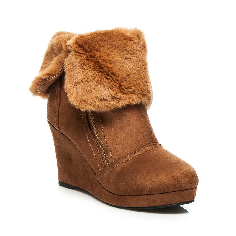 51305a6dcb4d2 Jesenné hnedé členkové topánky s kožušinkou, na kline | AMIATEX.sk