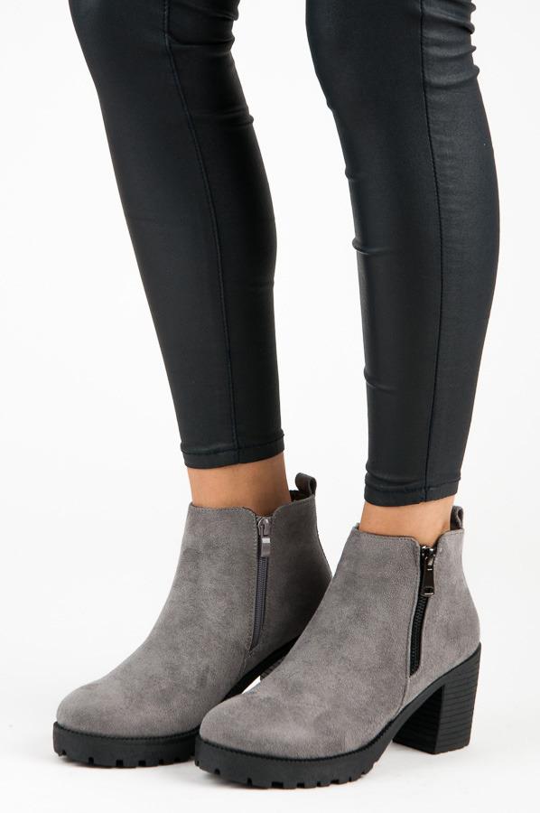 83d18f13d5 Jesenné šedé členkové topánky na podpätku