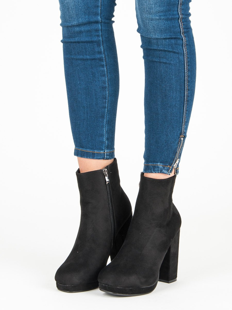 f8c517098f Klasické čierne členkové topánky na stĺpiku
