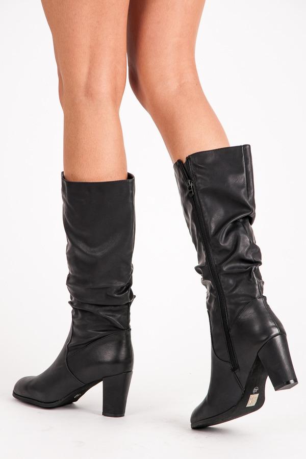 9a7a436120c4 Klasické čierne dámske čižmy na podpätku