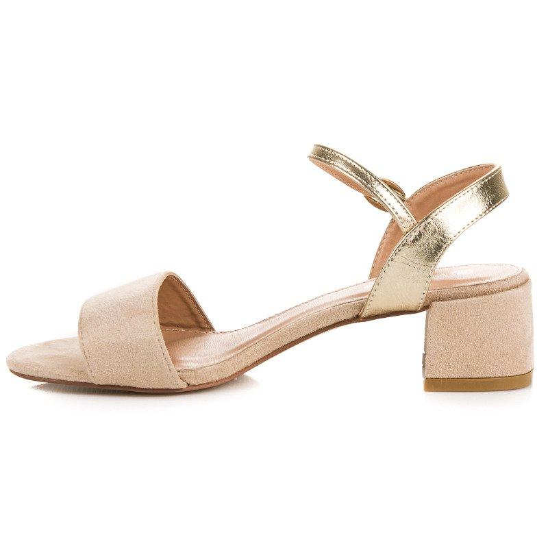 b3867dbd5 Krásne béžové sandále na nízkom podpätku   AMIATEX.sk