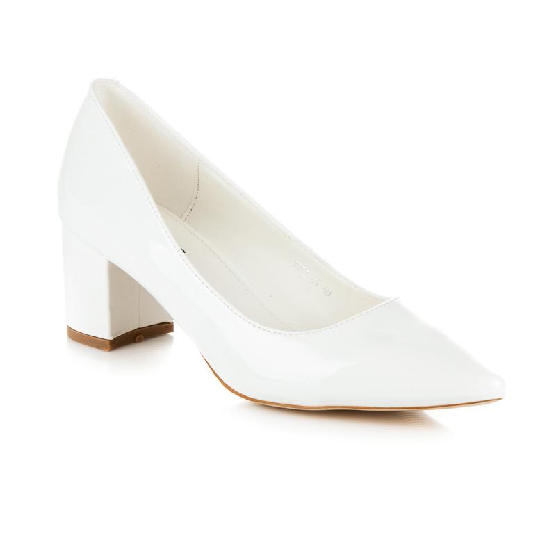 d43e83a95375 ... Krásne biele dámske lakované lodičky s ostrou špičkou ...
