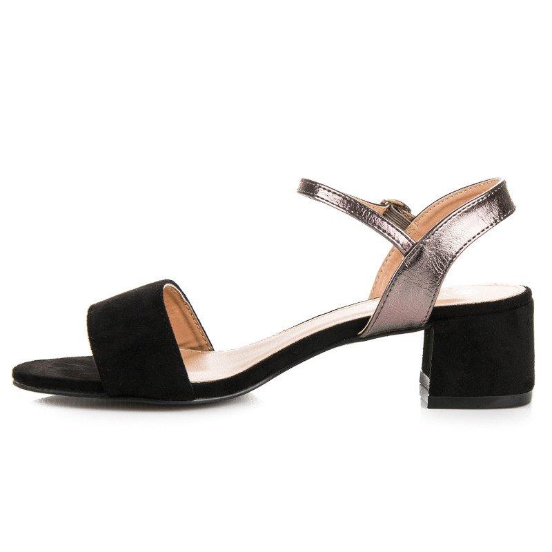 66683f76cf8b ... Krásne čierne sandále na nízkom podpätku ...