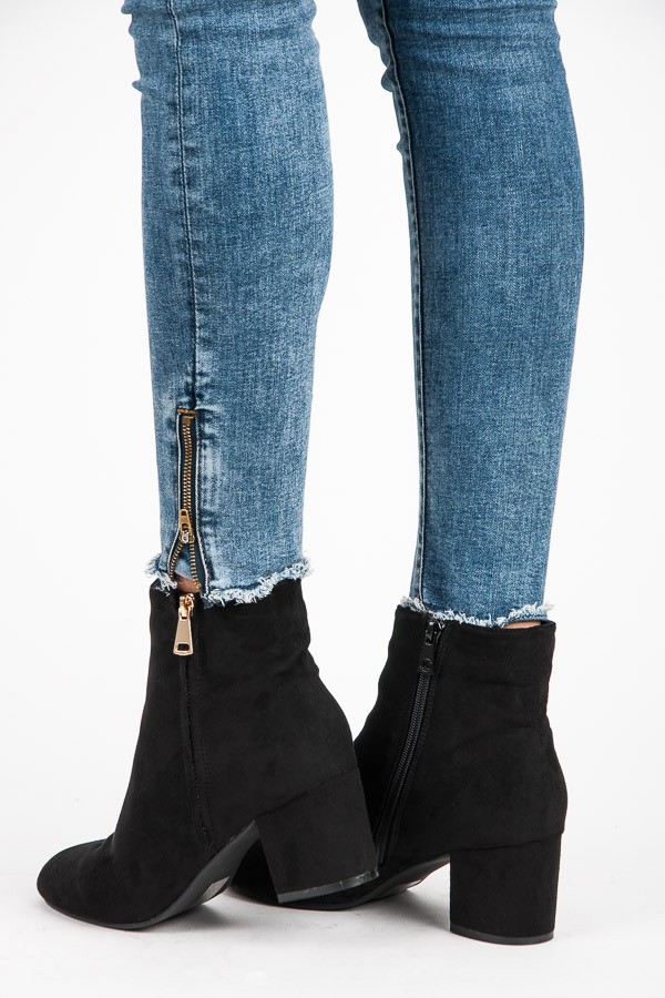 a30913da60 Luxusné čierne členkové topánky so zlatým zipsom