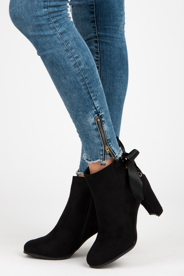 f539c544b36a Luxusné čierne semišové členkové topánky s mašľou