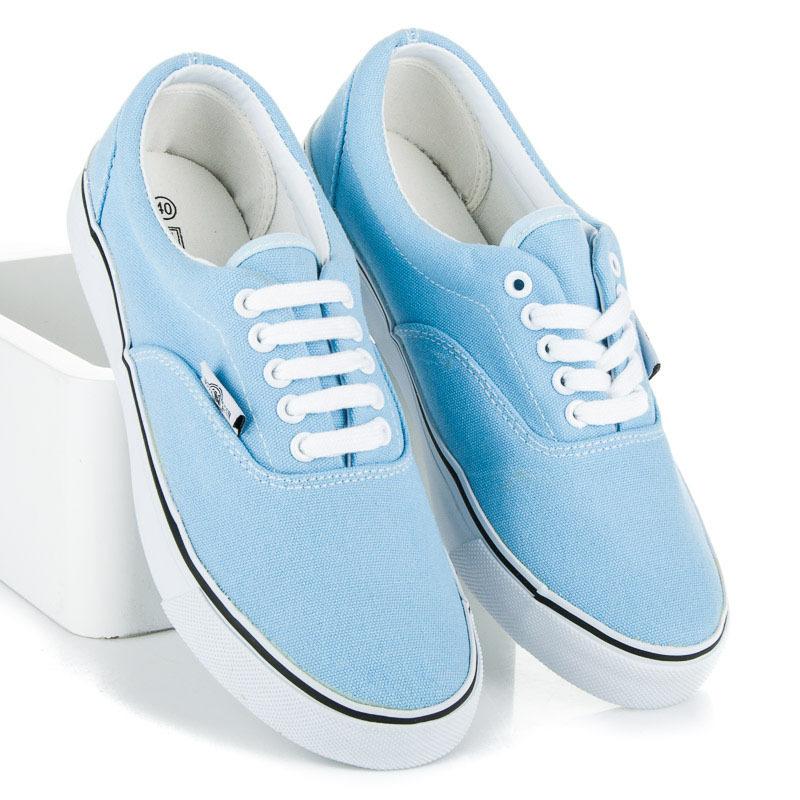 Luxusné modré tenisky s bielou podrážkou
