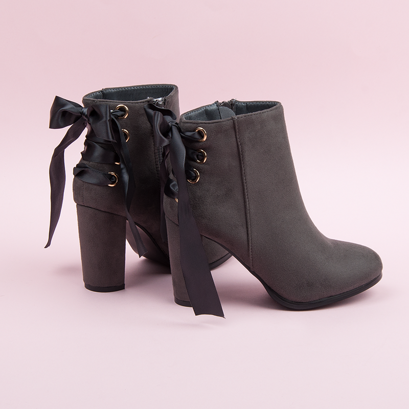 2df6c86eb4a9 Luxusné šedé semišové členkové topánky s mašľou