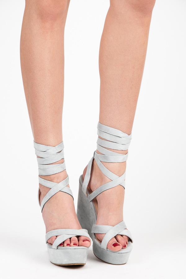 cc03d2a85dac Luxusné šedé semišové sandále s efektným viazaním