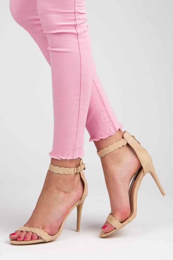 d13f2b21a0a6 Moderné béžové sandále na ihličkovom podpätku
