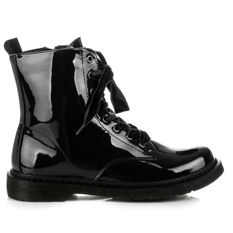 Moderné čierne lakované členkové topánky s viazaním na šnúrky ... 90b8978d12f