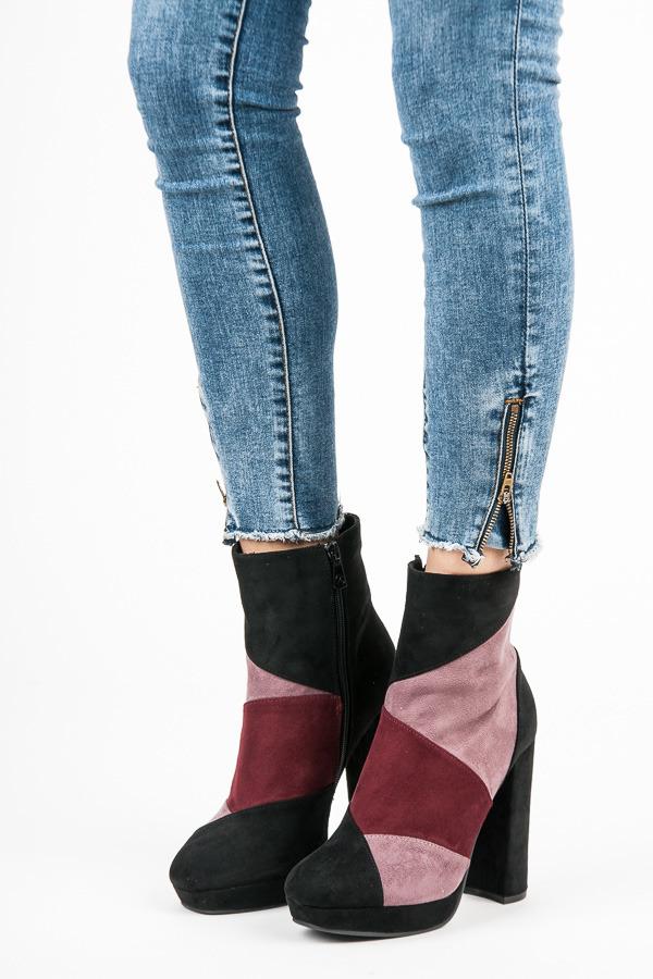 127613b8dbd6 Moderné čierno-ružové členkové topánky na vysokom podpätku