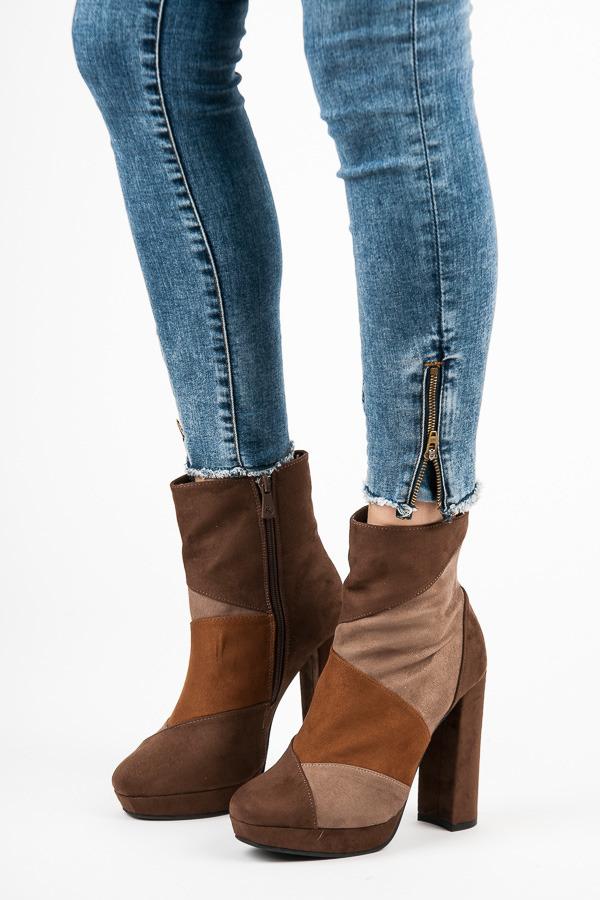 dd52e3bc9a19 Moderné hnedé členkové topánky na vysokom podpätku