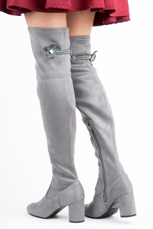 5e64bf9566 Módne vysoké šedé semišové čižmy na podpätku
