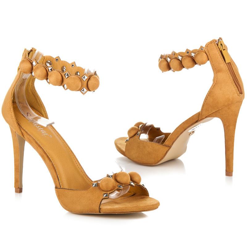 a339fc02d0051 Módne žlté sandále s ozdobným pásikom okolo členku   AMIATEX.sk