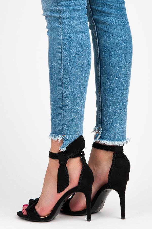 a5171c6153f5 Nádherné čierne sandále s mašľou na ihlovom podpätku