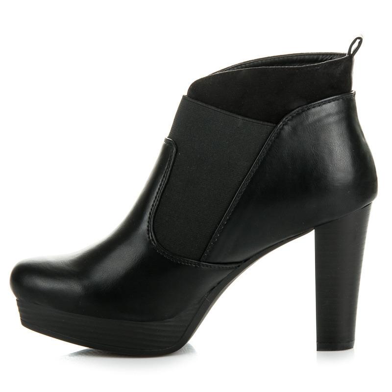 a17b9bc50 Nazúvacie čierne členkové topánky na platforme a podpätku | AMIATEX.sk