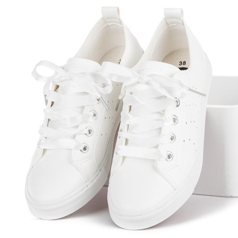 5b67d1a3ec0bd Originálne biele tenisky viazané stužkou | AMIATEX.sk