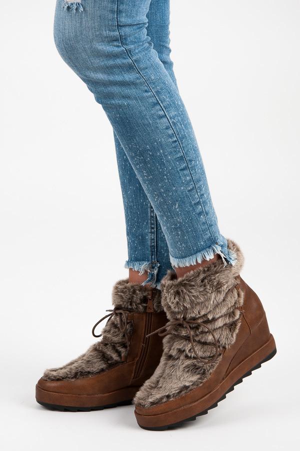 5bc552be78f14 Originálne hnedé členkové topánky s kožušinkou na kline | AMIATEX.sk