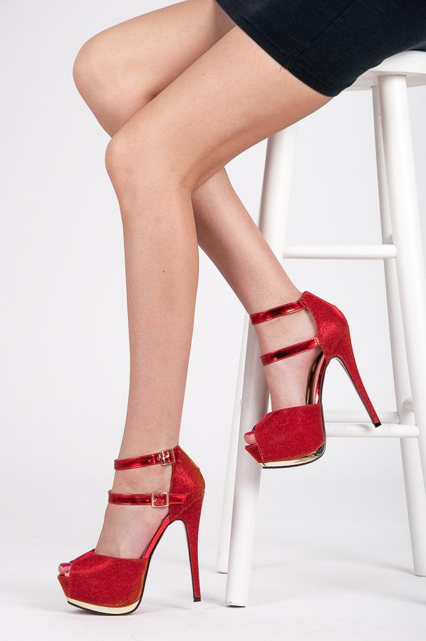 Parádne červené sandále na vysokom podpätku  6c98ea8e43e