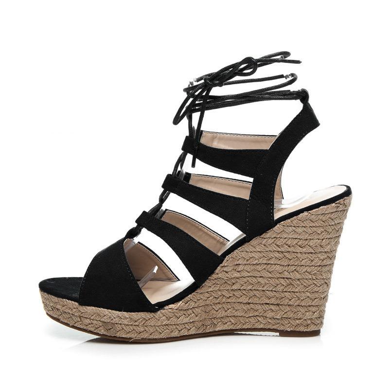 dd54b6d94275 Perfektné dámske čierne sandále na platforme