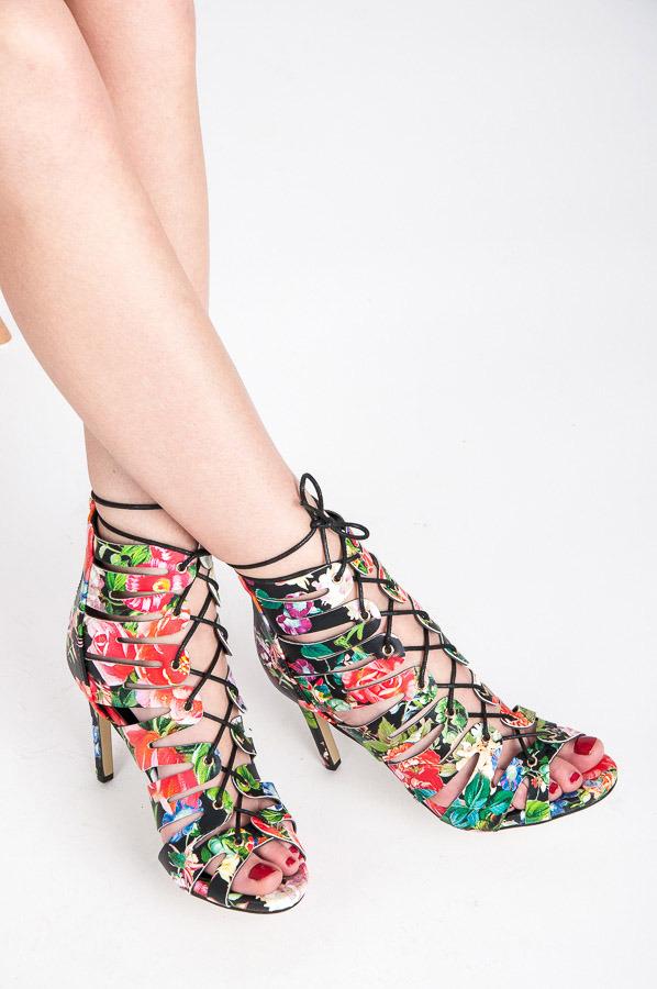 b50b60696 Perfektné farebné sandálky so šnurovaním | AMIATEX.sk