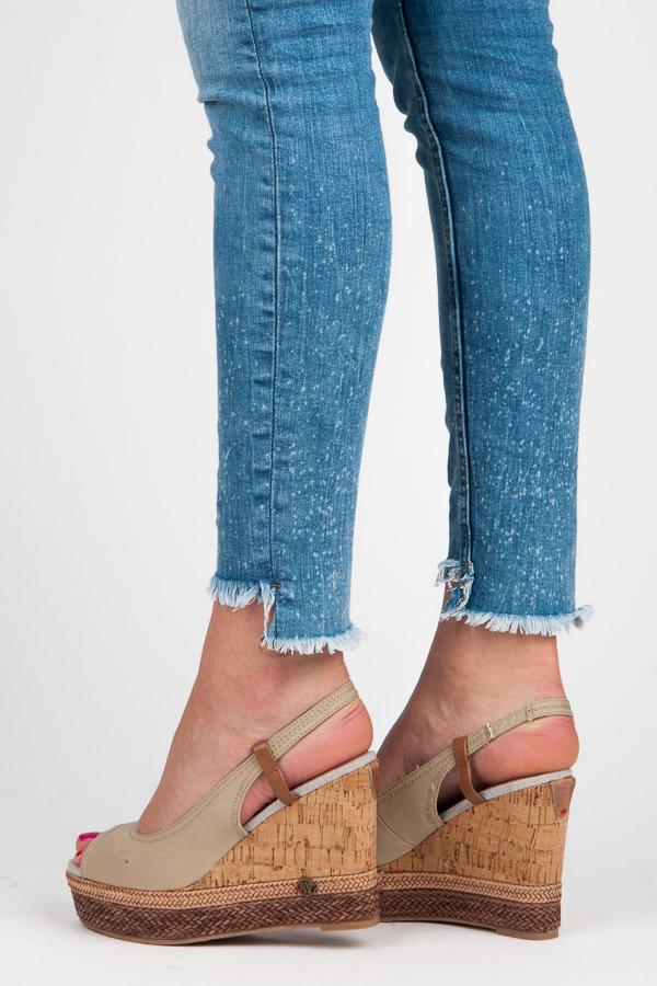 acddbf1e0ac7 Pohodlné béžové sandále na korkovom klinu