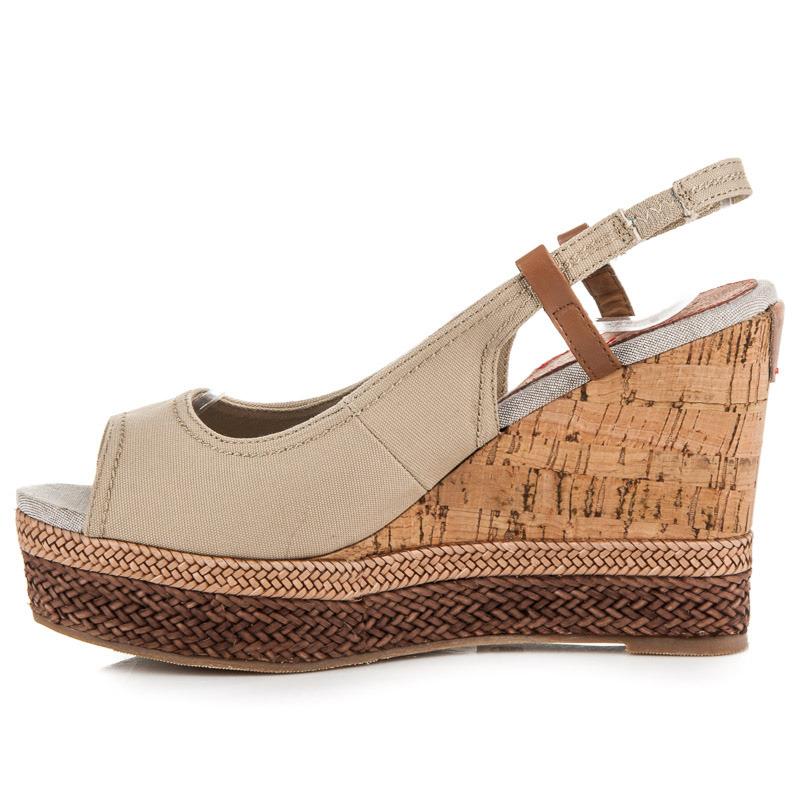 2c220d1e7a31 ... Pohodlné béžové sandále na korkovom klinu ...